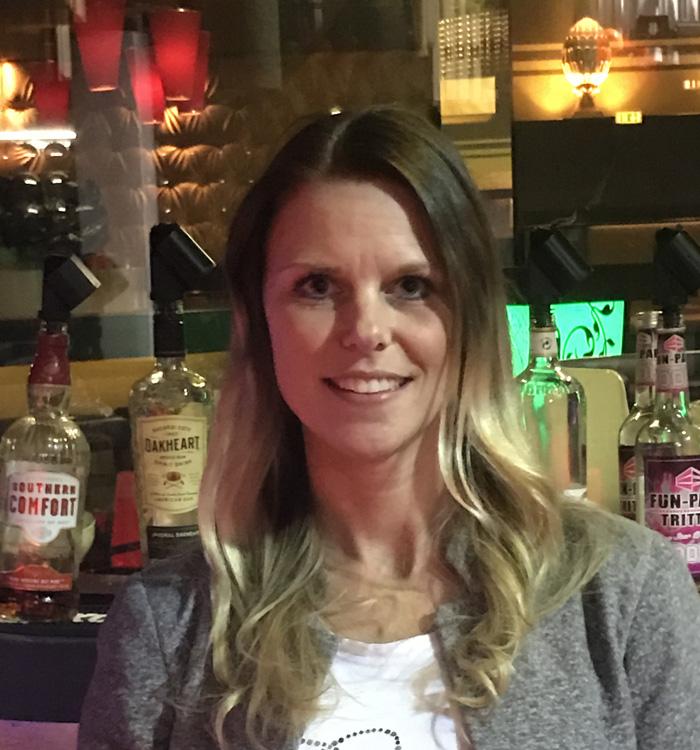 Frau Dieckert, Bürokauffrau und Barkeeperin, Fun Parc, Trittau